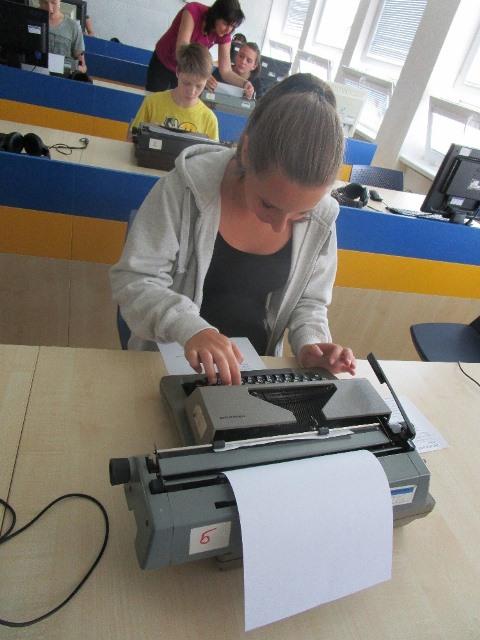 Základy administrativy v retro stylu | zskosmonautu13.cz